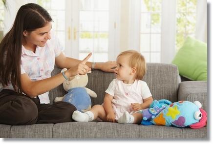 Anya tanítja a gyermekét